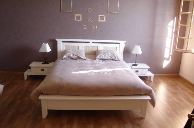 peinture chambre marron et rose avec des. Black Bedroom Furniture Sets. Home Design Ideas